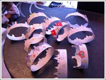 Fabrication de couronnes pour la galette des rois en cette veille d 39 piphanie - Couronne galette des rois a decouper ...